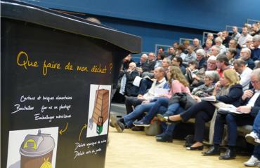 Une assemblée réfléchit aux méthodes de réduction des déchets.